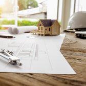 photo de plans de construction avec compas, maison miniature