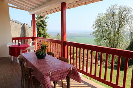 Vue d'un balcon à la campagne